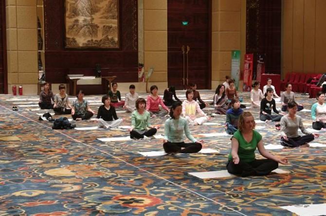 夏天应该怎么练习瑜伽 瑜伽体式
