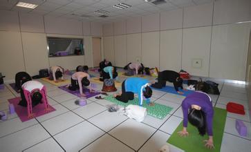 瑜伽跪坐的神奇功效分享  瑜伽动作