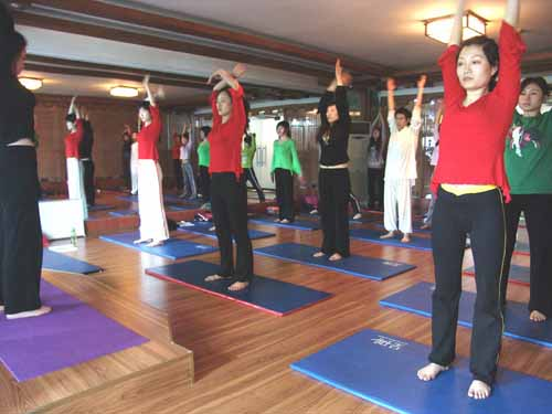 练习瑜伽有瑜伽砖是什么体验 瑜伽体式