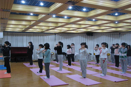 使用瑜伽砖的八种瑜伽体式 瑜伽练习