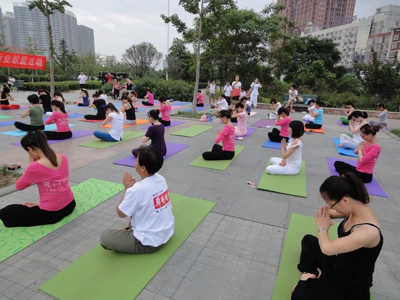 练瑜伽的10大保护原则分享  瑜伽动作