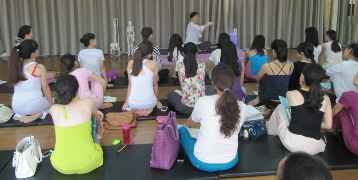 这组瑜伽体式可以调节自我情绪 瑜伽培训