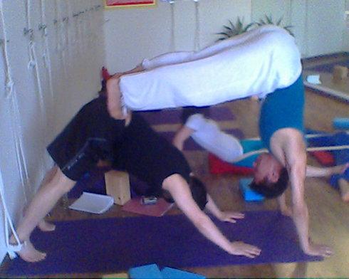 这组瑜伽体式帮你消灭假胯 瑜伽培训