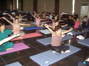 瑜伽拜日式中常见的错误练习方法  瑜伽动作