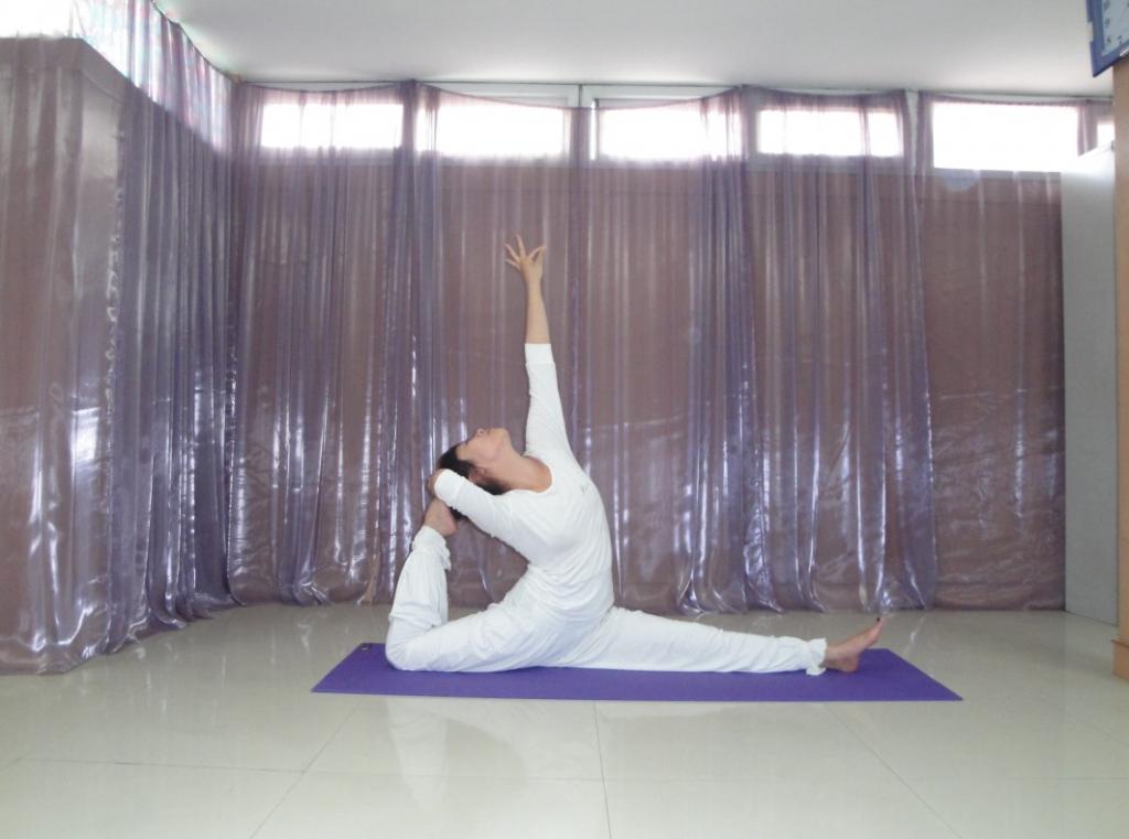 睡前瑜伽让你越来越瘦    瑜伽体式