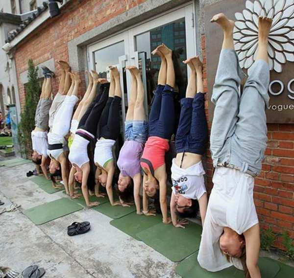 在练瑜伽时如果有这样的女生我一定能瘦下来 瑜伽学习