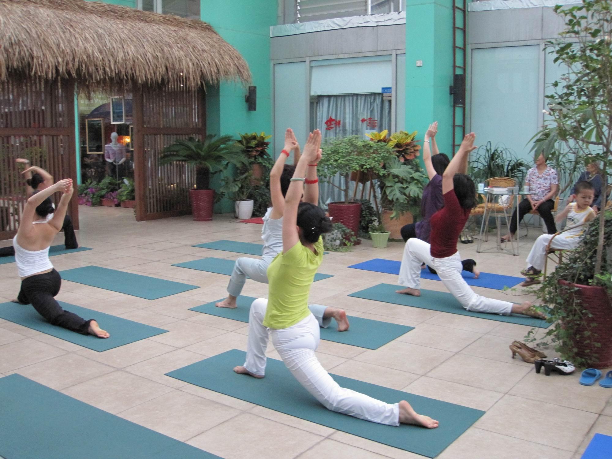 这些瑜伽体式可以帮你瘦腰瘦腿提臀丰胸 瑜伽动作
