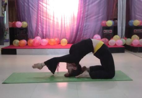 练习瑜伽前应该怎样热身 瑜伽动作练习