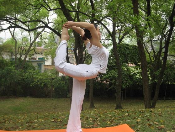 瑜伽睡前练瑜伽好处    瑜伽动作