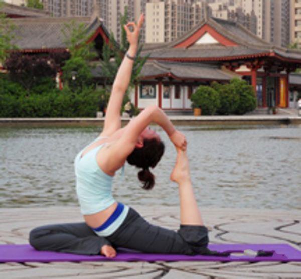 瑜伽体式让你更能焕发青春活力    瑜伽动作
