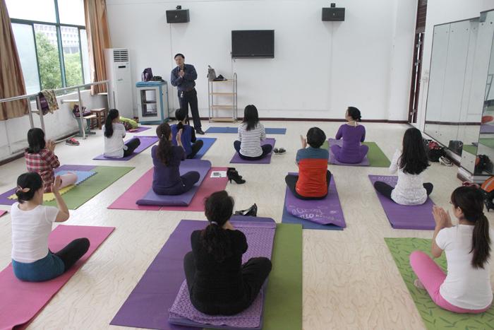 想做美美的瑜伽后弯分享    瑜伽动作