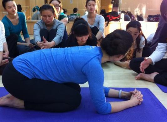 寿命延长的瑜伽动作 瑜伽体式